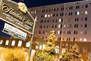 The Flanders Hotel Night